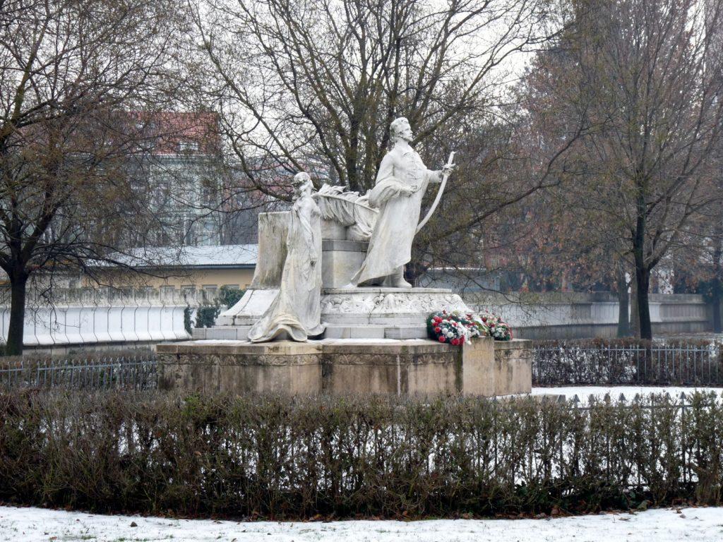 Petőfi Sándor szobra a Medikus-kertben