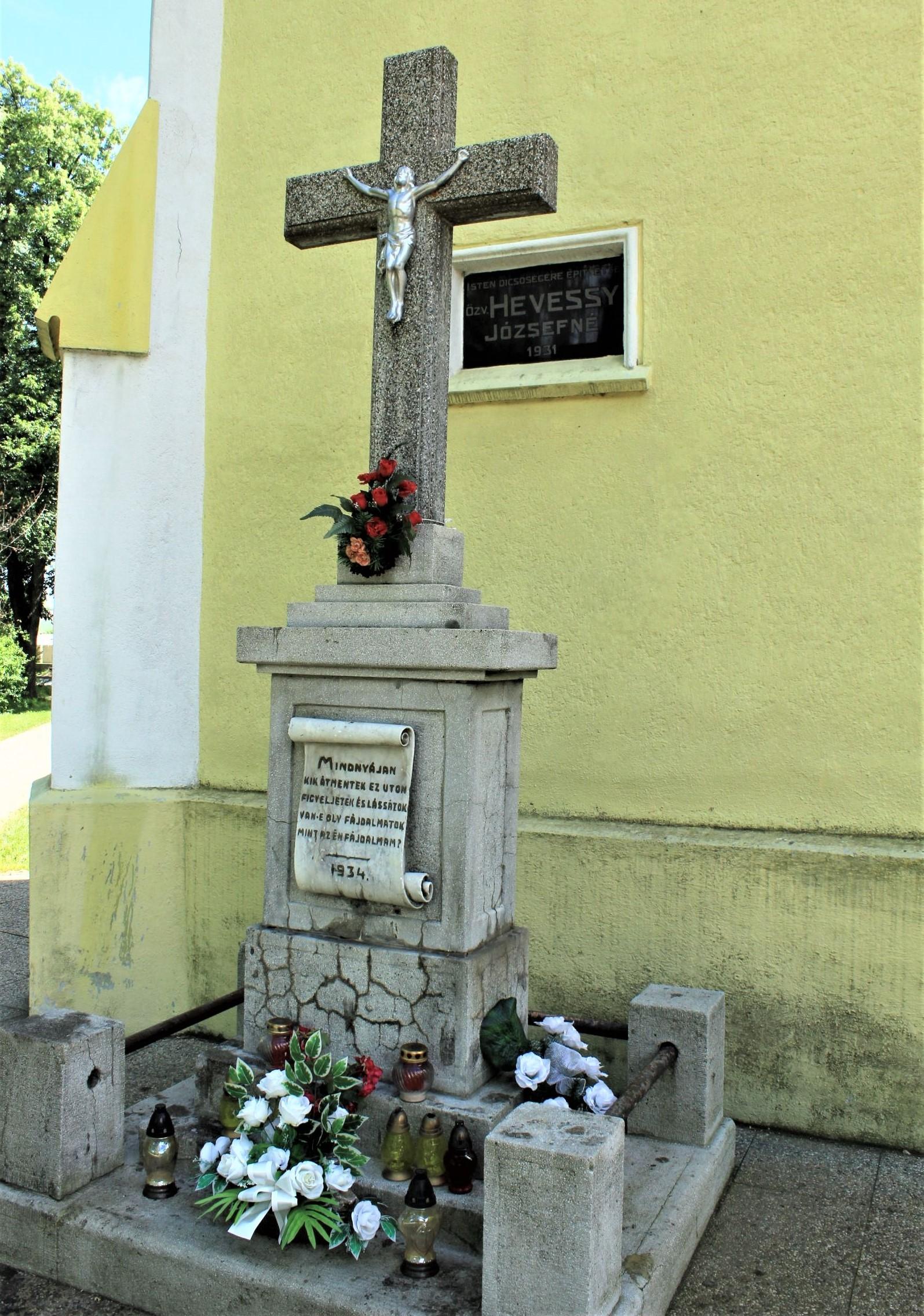 tornalja-nagykereszt-katolikus-templomnal (1)